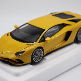 AUTOART 1.18 LAMBORGHINI AVENTADOR S  Pearl yellow ( 79132 )