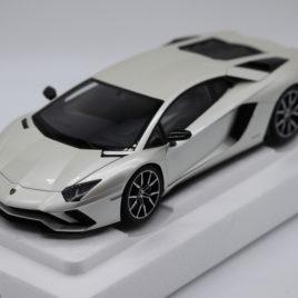 AUTOART 1.18 LAMBORGHINI AVENTADOR S Pearl White color ( 79131 )
