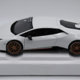 AUTOART 1.18 LAMBORGHINI HURACAN PERFORMANTE Solid White color ( A79151 )