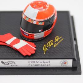 HOT WHEELS 1.8 FERRARI F1 2000 MICHAEL SCHUMACHER Helmet and gloves ( 26410 )