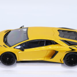 AUTOART 1.18 LAMBORGHINI AVENTADOR LP750-4 SV Pearl yellow Decals Added ( 74558 )