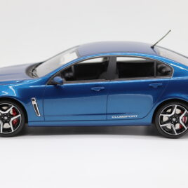 APEX 1.18 HOLDEN HSV GEN-F CLUBSPORT R8  Perfect Blue color  ( AR81602 )